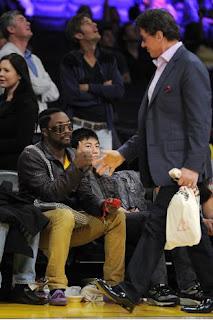 Sylvester Stallone cumprimenta o vocalista Who.I.Am - Black Eyed Peas