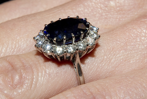 kate middleton ring sapphire. England and Kate Middleton