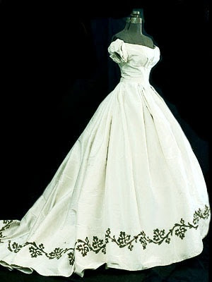 Renaissance Gothic Victorian Wedding gowns, prom dresses, court