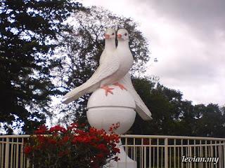 Sri Aman's Pigeons Statue