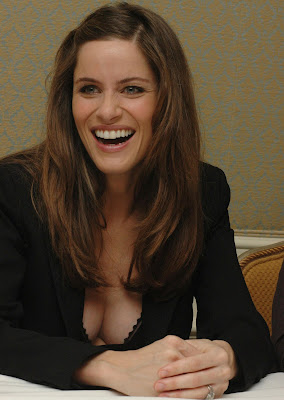 AMANDA PEET BLACK BRA CLEAVAGE