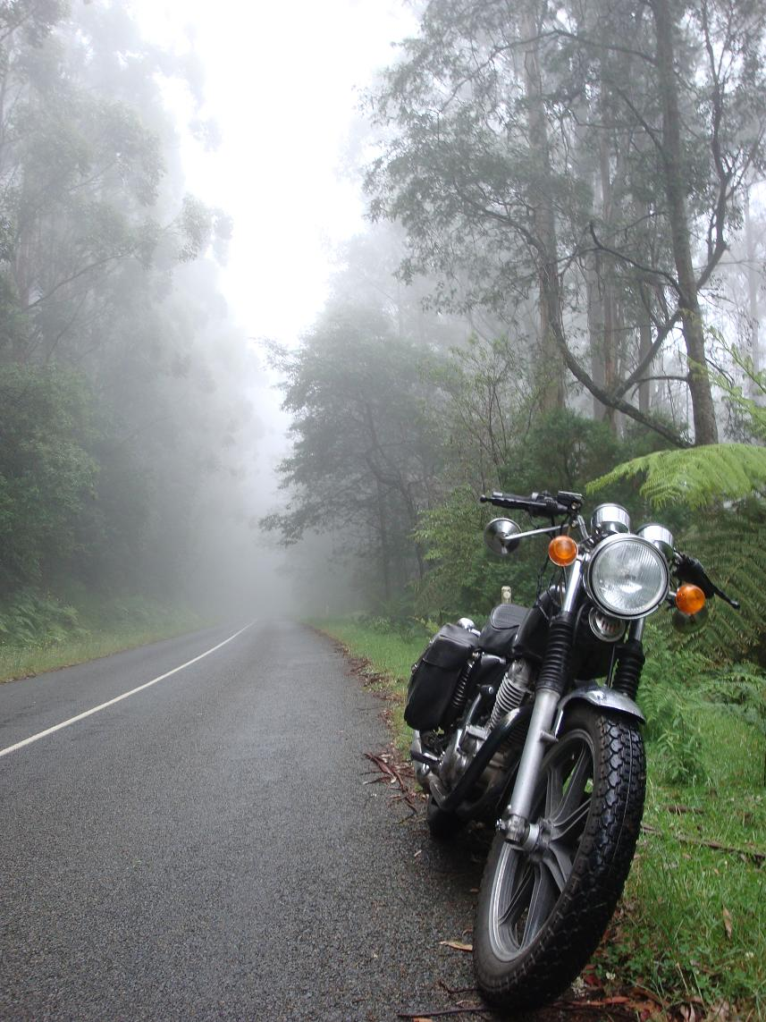Contemplative Motorcycling: Yamaha SR500 / SR400 Review