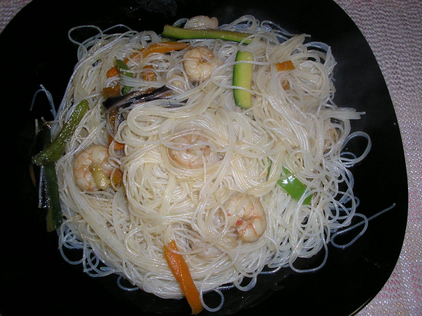 Hierbabuena y azahar fideos de arroz chinos con gambas for Cocinar fideos de arroz