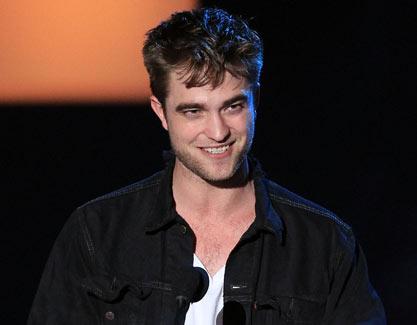 robert pattinson kristen stewart kissing public. Robert Pattinson may not be