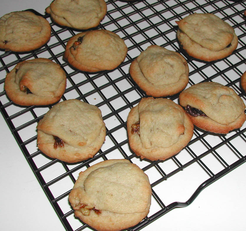 The Iowa Housewife: Refrigerator Filled Date Cookies