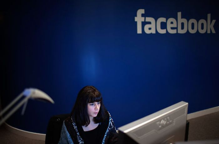 Office of Facebook: 44