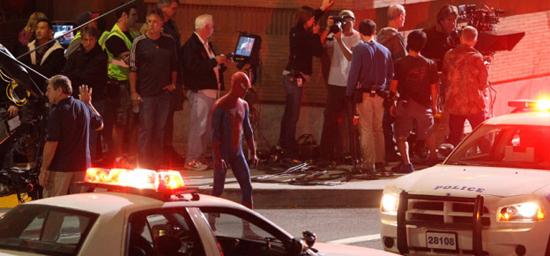 spider man on set 15 - Spiderman haciendo lo que hace mejor.