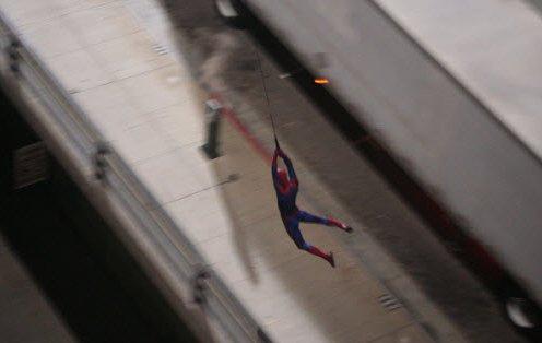 spider man web swinging 4 - Spiderman haciendo lo que hace mejor.