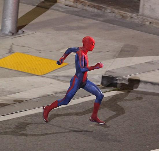 spider man 575 550x523 - Así se ve el traje de Spiderman... o por lo menos el de los dobles.