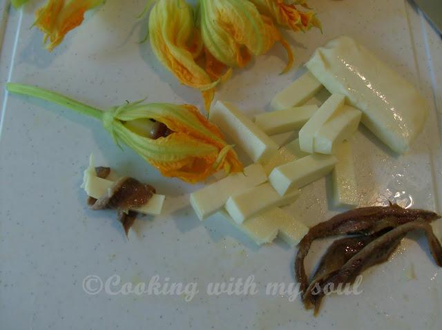 Flori de dovlecel umplute cu mozzarella si ansoa