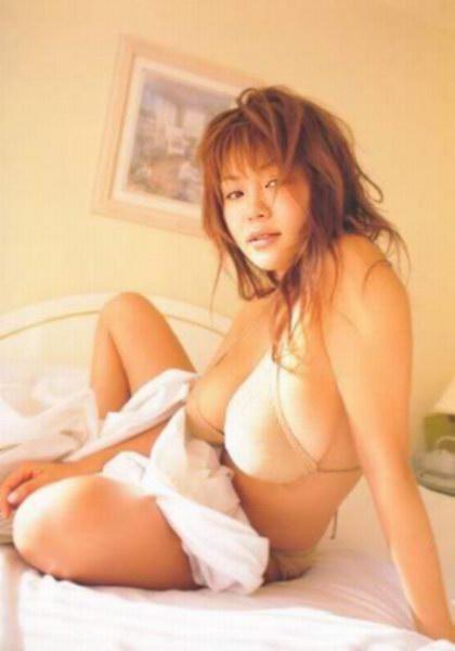 Yoko Matsugane in bikini looks messy in bed: bignaturaltitspassion.blogspot.com/2010/07/yoko-matsugane-in-bikini...
