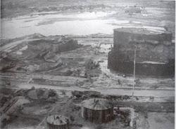 Kilang minyak Balikpapan menjadi sasaran bom pada perang dunia ll 1945