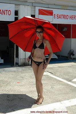 Paddock girls or Umbrella Girls