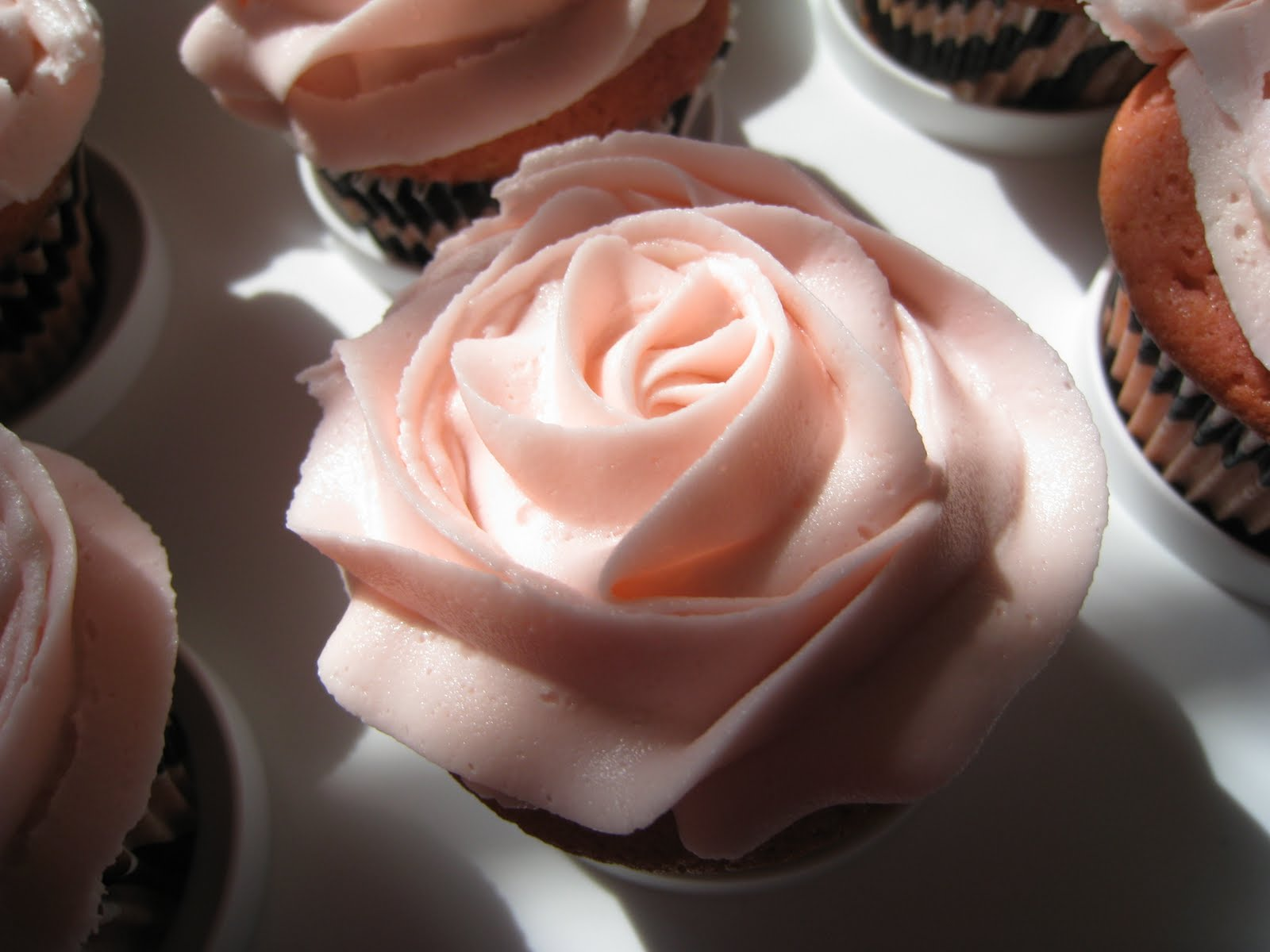 pink champagne cupcakes with pink champagne frosting 2 3 cup