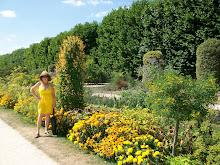 Liz in Le Jardin de Plantes