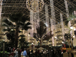 Gaylord decorated for Christmas