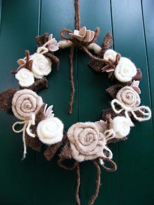 Sanagrillia la mia ghirlanda fuoriporta con caldissime rose - Ghirlanda porta ...