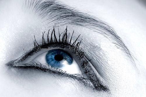 eye-looking-up.jpg