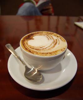 kopi cappucinno blogger santai pagi hari