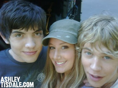 Ashley twitter pictures Ashley-tisdale-twitter%2520%25284%2529