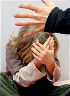 http://4.bp.blogspot.com/_gD_4K8PsIQk/SFqm2medUUI/AAAAAAAAAGs/sdd1zCMzqBI/s320/violenza_bambini.jpg