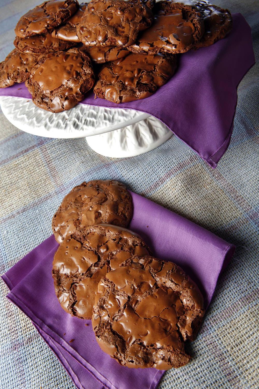 FLOURLESS CHOCOLATE CHEWY COOKIES - MamásLatinas