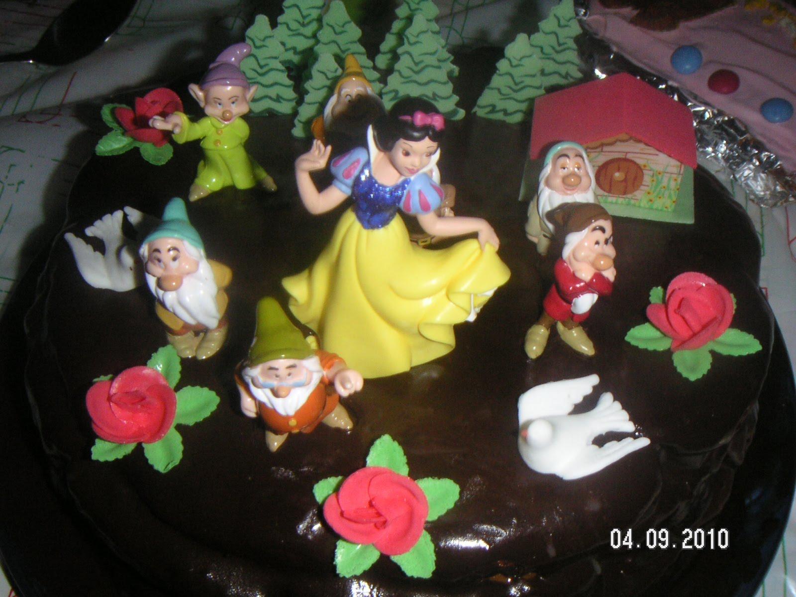 26 niños pidiendo tarta de Blancanieves, sí toda una locura