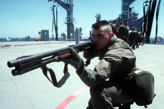Militares en accion Remington870-03