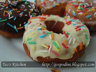 Articole culinare : Gogosi (doughnuts)