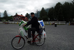 Jerry Goes Food Shopping in Valdez