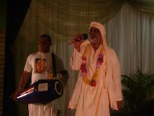 Sripad Vana Maharaja leads kirtan