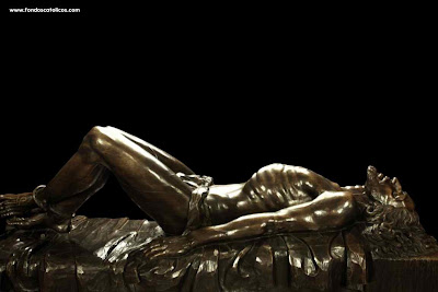 http://4.bp.blogspot.com/_gMB_tNnnWkU/SPPcF8xryNI/AAAAAAAAQF8/OeRVCPDJ8ig/s400/jesus-lying-down-black-background.jpg