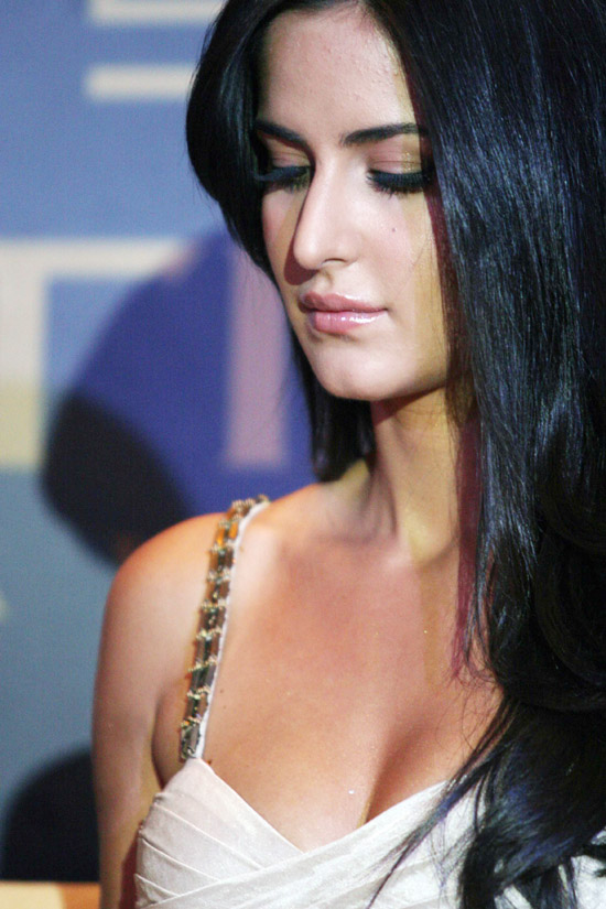 katrina kaif hot in boom