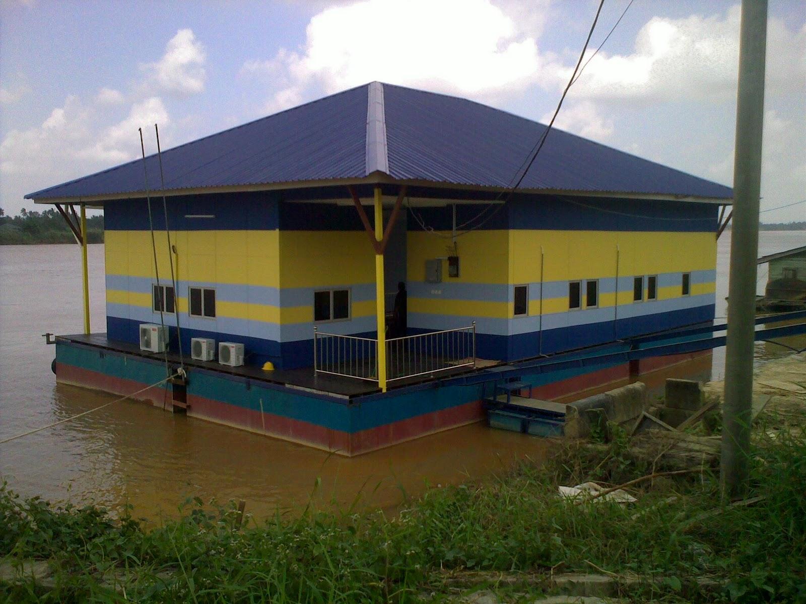 Download this Rumah Rakit Untuk Memancing Ternakan Ikan Dalam picture