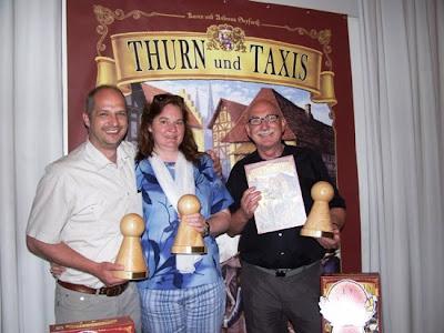 a szerzők, Andreas (balra) és Karen Seyfahrt (középsen), valamint Bernd Brunnhofer, a kiadó igazgatója (jobbra)