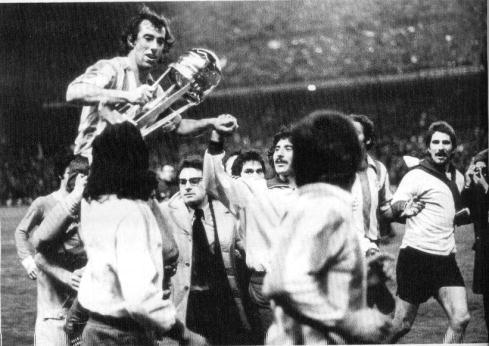http://4.bp.blogspot.com/_gOHR9TFFcww/S8fMGrQQ90I/AAAAAAAAKQ0/7FT_iIM6PPs/s1600/1974-atletico-foto02.jpg