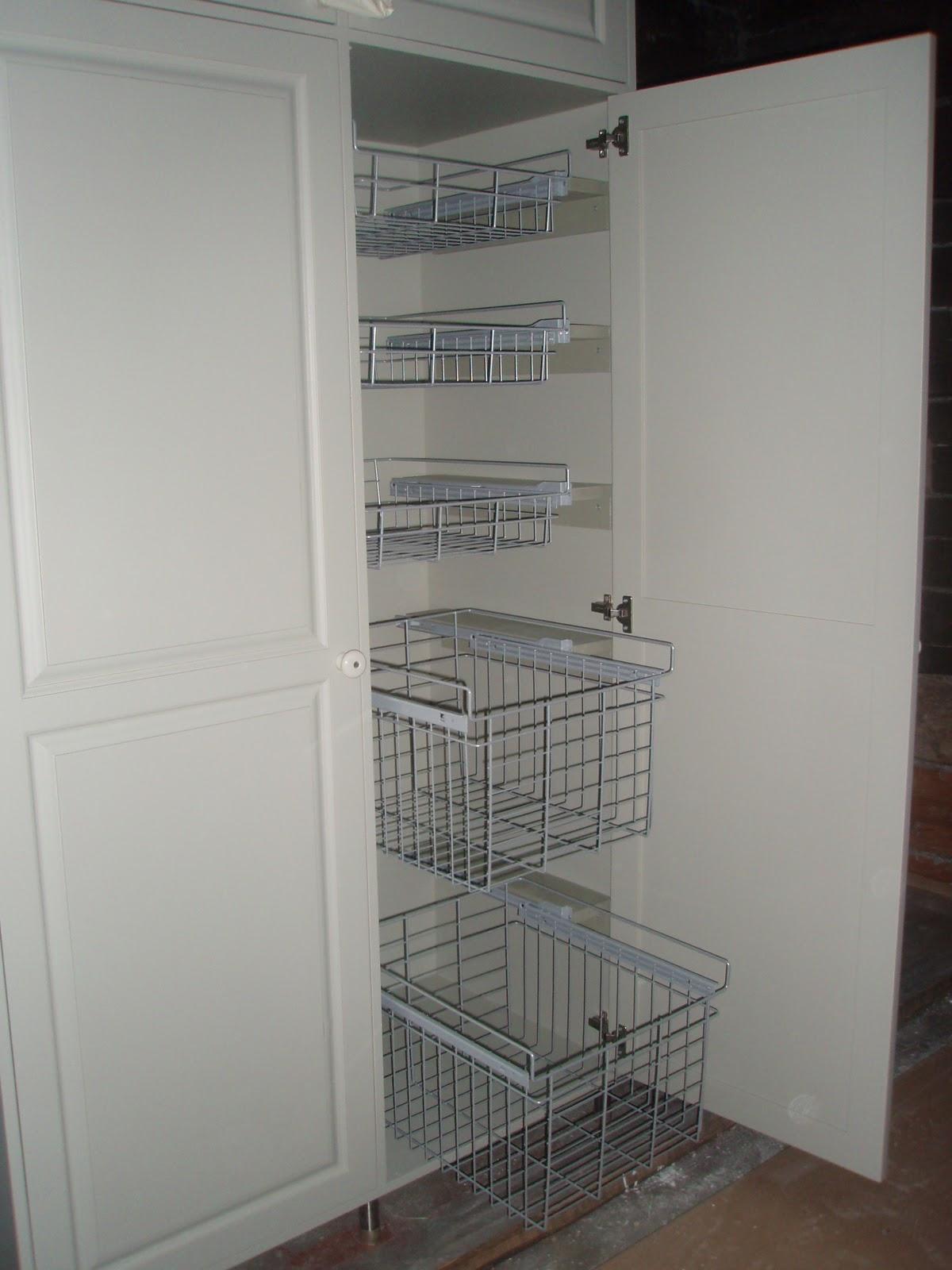 YLÄTALO  koti hirsitalovanhuksesta Kodinhoitohuoneen kaapit