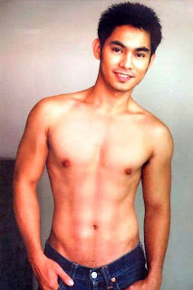 FILIPINO HUNK DAVE REBOLLEDO AND HIS NAKED PHOTO SCANDAL!!!