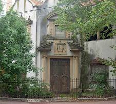Casa frente a la plaza Arenales sobre S. M. Del Carril