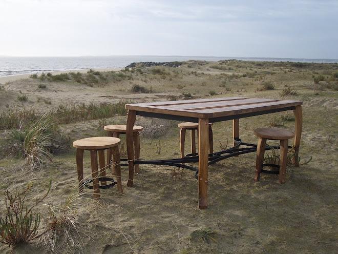 Table en orme avec ferrures forgées