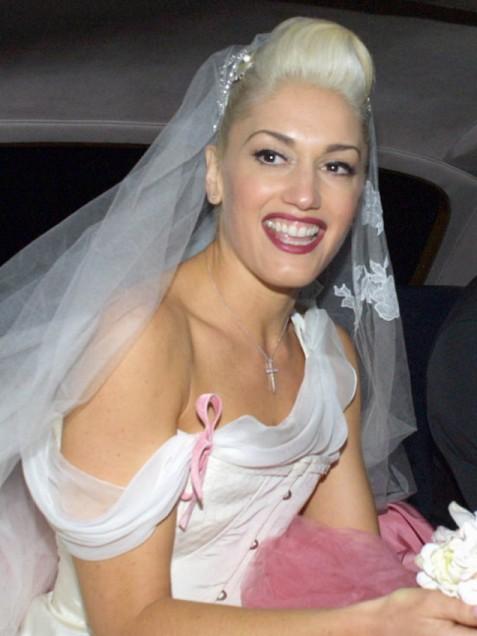 gwen stefani wedding dress dior. Oh Gwen even your wedding