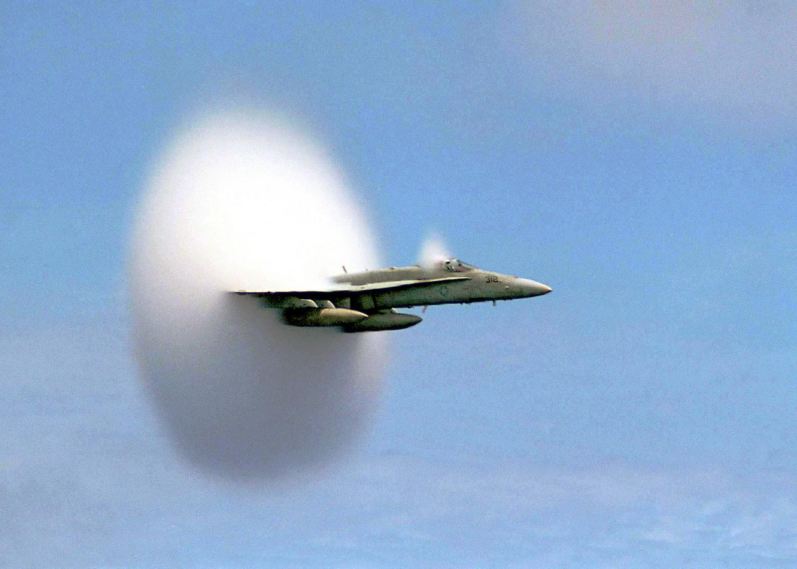 http://4.bp.blogspot.com/_gXJDrQhmG2c/TTaEMEpZ2YI/AAAAAAAAABA/7gOFRXbi-u4/s1600/sonicboomplane_navy_big.jpg