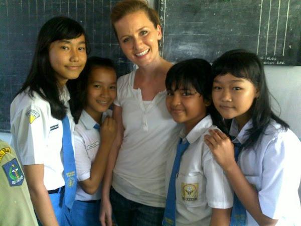 SenyuM dan Tawa Ceria Bersama Anak BilinguaL Class dalam KunjugaN ke SMP N 1 SIBOLGA