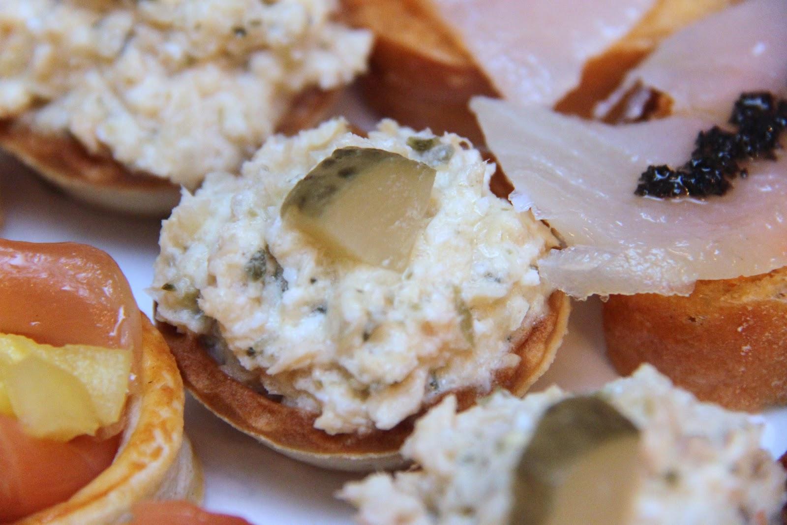 Los pucheros de kasioles entrantes para la cena de nochebuena for Canape de caviar