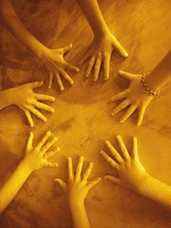 mains+enfants+orang%C3%A9es