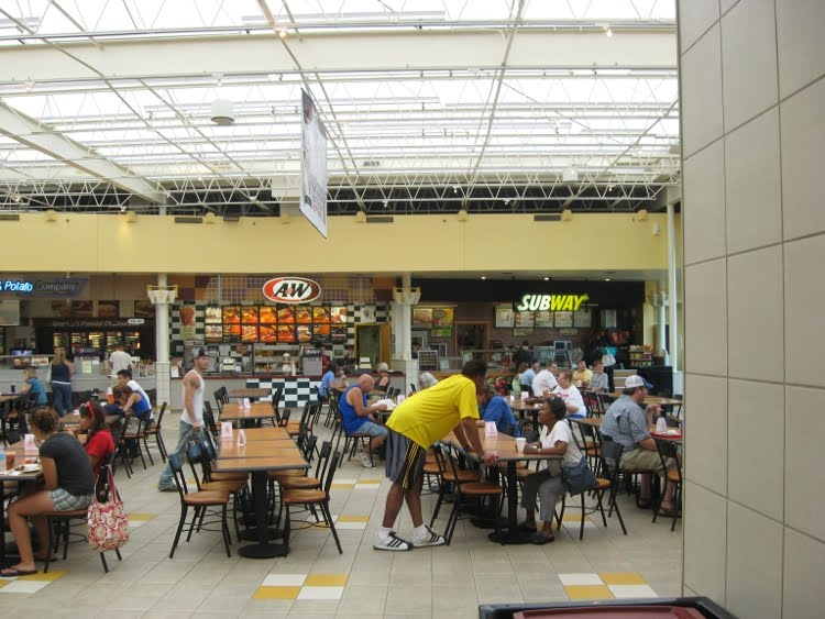 Here you'll find a list of the major shopping centers located in and around Bloomington to help you plan your next B-town shopping excursion. Restaurants in Bloomington There are over restaurants in Bloomington.