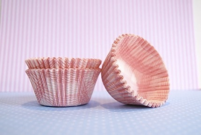 Pretty pink plaid cupcake liners by Etsy