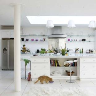 White modern kitchen by Living Etc
