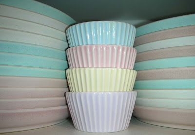 Denby Flavours dinner and side plates and cupcake cups