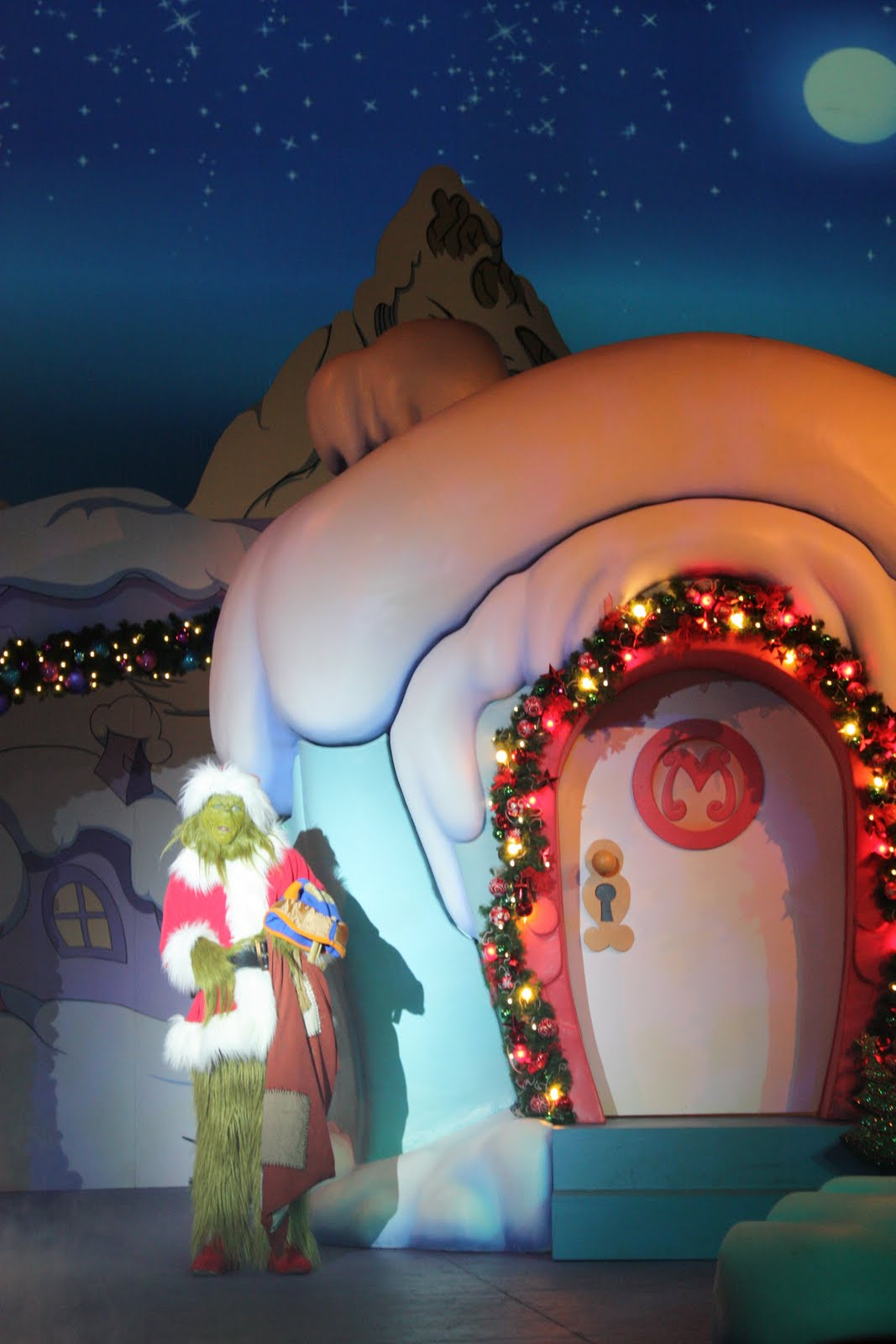 Galleries related whoville christmas decorations
